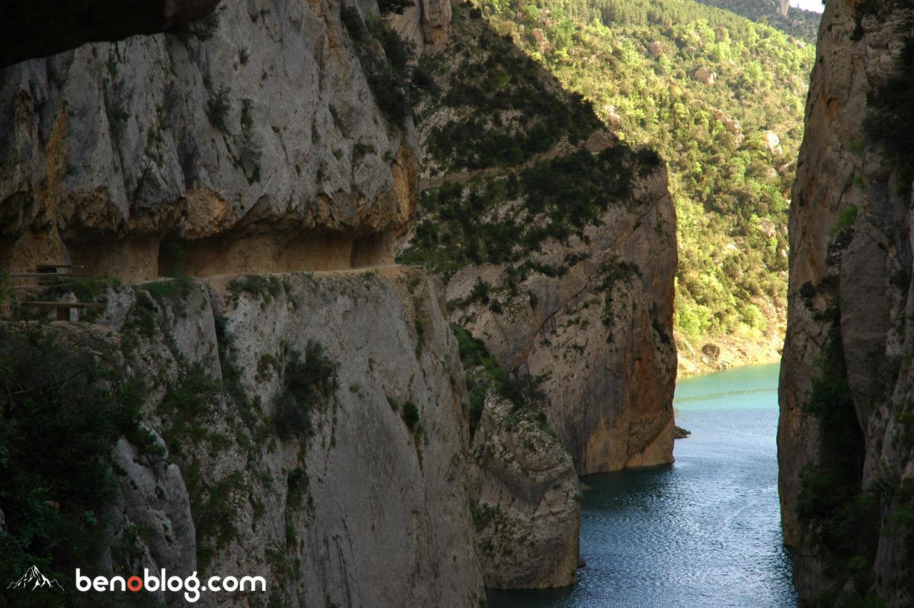 Des passages impressionnant taillés dans la roche